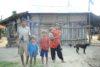 Bhakta Bahadur Chepang lebt mit seiner Familie in einer einfachen Behausung im Süden Nepals. Monatelang musste sie von Almosen leben. Nun will sie mit einer Ziegenzucht einen neuen Anfang wagen. (csi)