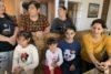 Diese Menschen mussten von Berg-Karabach fliehen und sind im armenischen Dorf Karashamb gestrandet (csi)