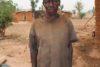 Bala Joseph hat bei einem fürchterlichen Überfall von Fulani-Islamisten seine ganze Familie verloren. Bei aller Trauer dankt er CSI für die Nahrungsmittel. (csi)