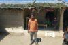 Saroj Yadhav aus Nepalganj hat seine Arbeit als Rikscha-Zieher verloren. Niedergeschlagen fragt er sich, wie er nun seine Famlie ernähren soll. (csi)