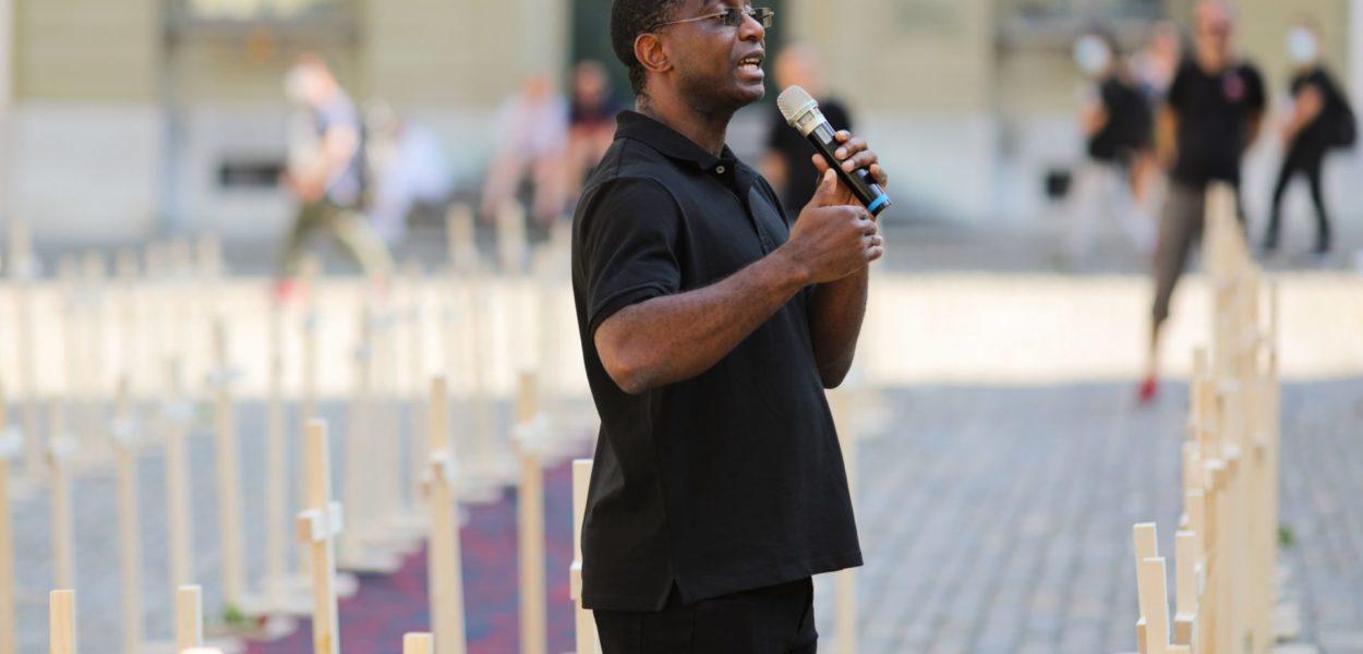 Franklyne Ogbunwezeh betonte an der Kundgebung «Verfolgung.jetzt» in Bern eindrücklich, wie gefährlich das Leben für Christen in Nigeria geworden ist. vj