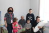 Die armenische Projektpartnerin mit Heghines Familie. Da ihr landwirtschaftliches Grundstück in die Hände von Aserbaidschan gefallen ist, kann die Familie wohl für längere Zeit nicht zurück nach Berg-Karabach. (csi)