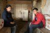 Sona (17) und Derenik (15) aus Martuni, das seit dem Waffenstillstand von Aserbaidschan kontrolliert wird. Nachdem ihr Haus zerstört wurde, mussten sie in diesem Keller ausharren. (csi)