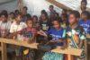 Kinder in Nduga Flüchtlingslager in einer temporären Schule in Wamena (Baliem Valley). Die Menschen des Nduga-Volkes haben ihre Heimat nach einem militärischen Aufstand 2018 verlassen müssen. Der grösste Teil der Nudga gehört der KINGMI-Kirche an. (csi)
