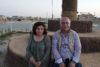 Pascale und William Warda am Fuss eines grossen Kreuzes in Karakosch: Der IS wurde 2016 vertrieben, doch bis heute ist nicht einmal die Hälfte der einst rund 50000 Christen zurückgekehrt. (csi)